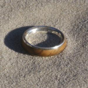 Ring Olivenholz und Silber